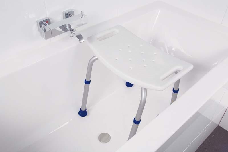 Badkamer Bad Afmetingen : Een badkuip plaatsen in een kleine badkamer villeroy boch